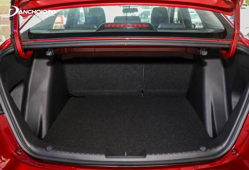 Khoang hành lý Mazda 2 2020 ở mức đủ dùng
