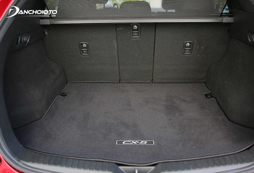 Khoang hành lý Mazda CX-5 2020 ở mức tương đối ổn với thể tích 505 lít
