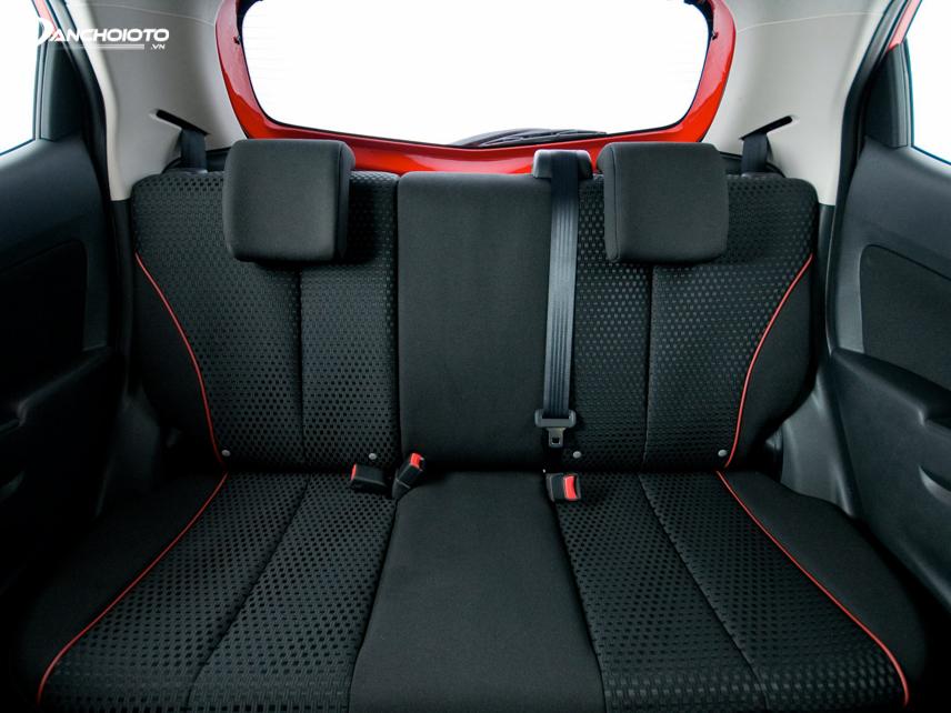 Không gian ghế sau vốn không phải là thế mạnh của Mazda 2