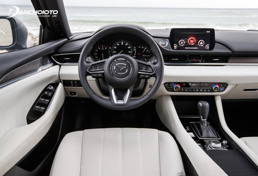 Khu vực lái Mazda 6 2020 facelift cũng có sự một vài sự tinh chỉnh nhẹ