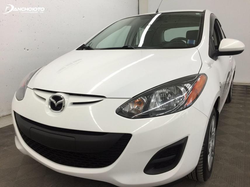 Mazda 2 2012 ấn tượng ngay với thiết kế đầu xe hình mặt cười