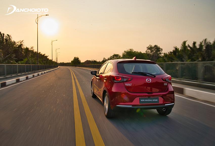 Mazda 2 2020 được trang bị hệ thống trợ lực lái điện, vô lăng khá nhẹ