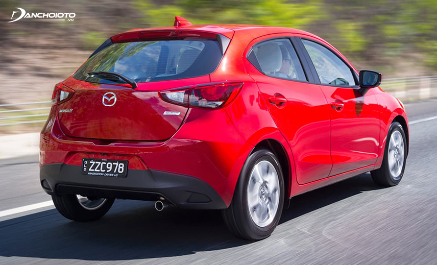 Mazda 2 ổn định ở dải tốc cao, độ bám đường tốt