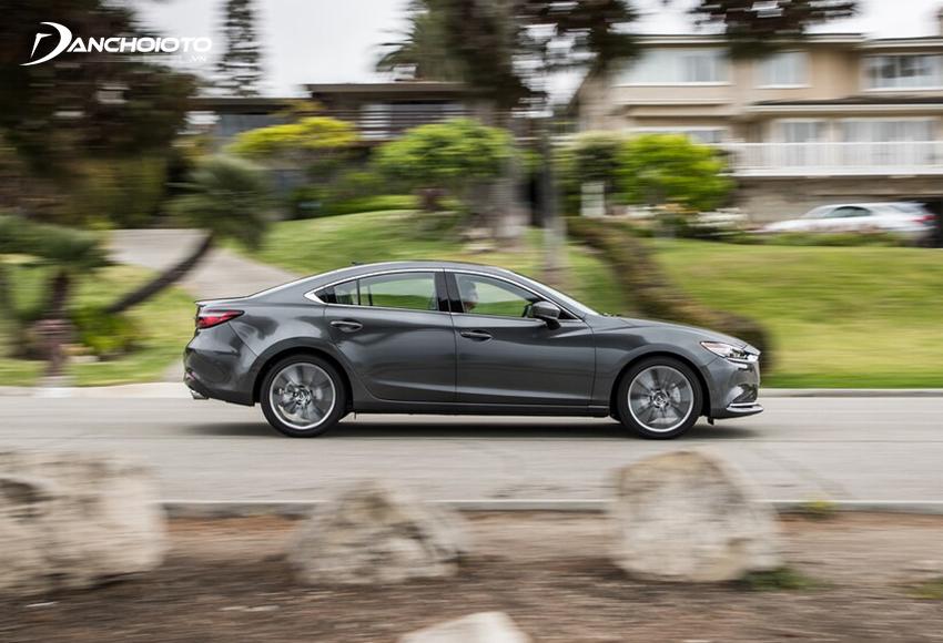 Mazda 6 2.0L đáp ứng tốt khi đi phố hay chạy đường trường