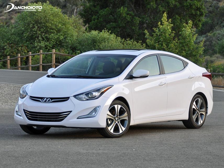 Ngoại thất Hyundai Elantra 2015 cũ được thiết kế mới mẻ, ấn tượng hơn trước