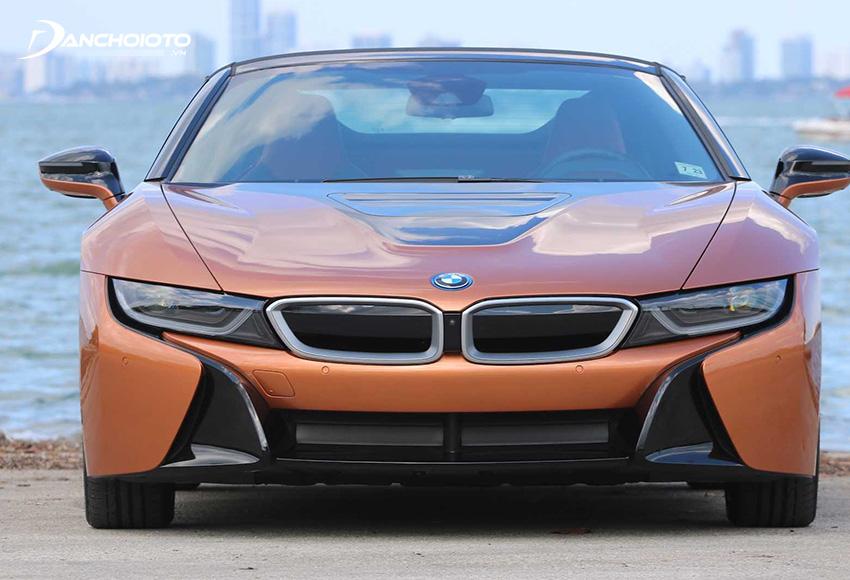 Những đường cắt xẻ táo báo tạo nên dấu ấn đặc trưng cho BMW i8