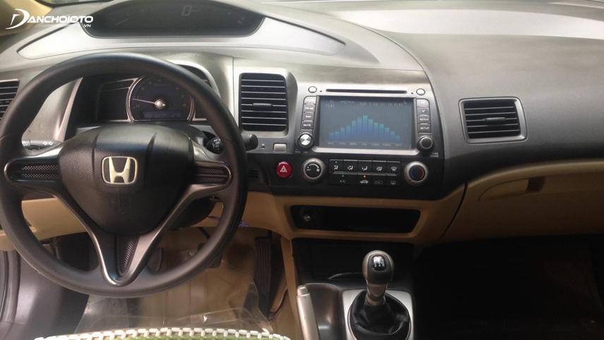 Nội thất Honda Civic 2008 - 2009 cũ nổi bật với thiết kế đồng hồ kiểu 2 tầng
