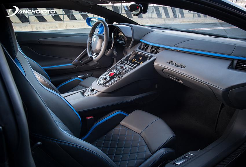 Nội thất Lamborghini Aventador S