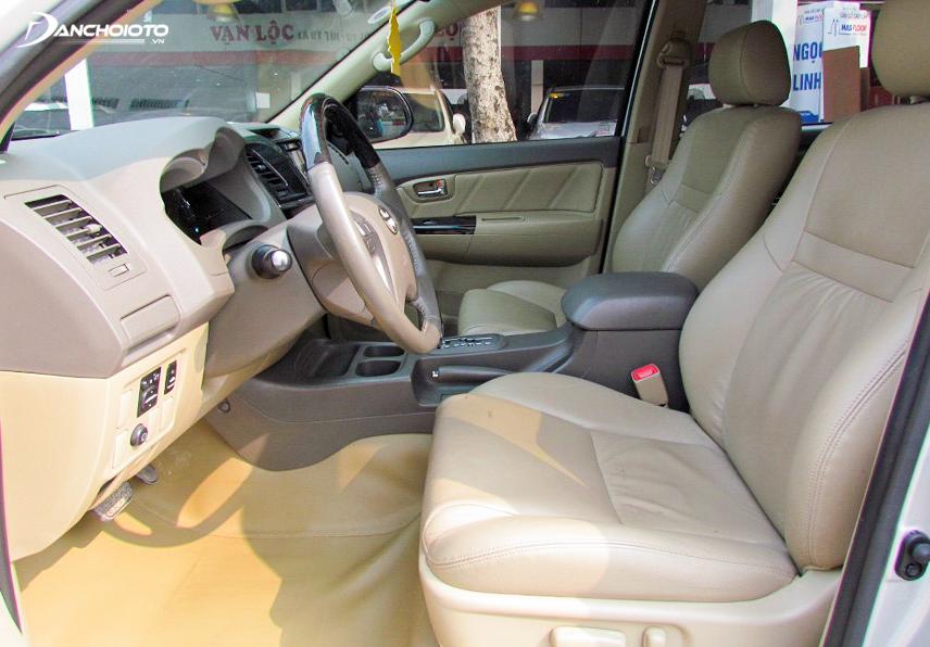 Taplo khá đơn giản của xe Fortuner 2012
