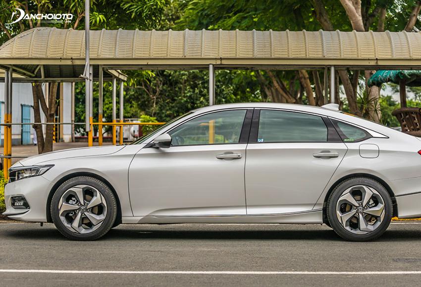 Thân xe Honda Accord 2020 đem đến cảm giác mới mẻ, trẻ trung khi thiết kế theo phong cách Coupe
