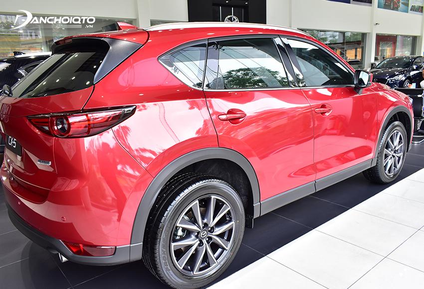 Thân xe Mazda CX-5 2020 vẫn là sự kết hợp giữa vẻ mềm mại và chất mạnh mẽ thể thao