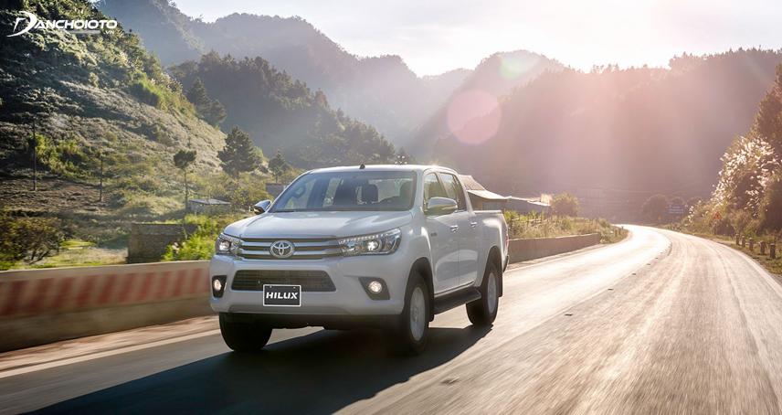 Thiết kế tổng thể của Toyota mang phong cách hầm hố, mạnh mẽ, đậm dấu ấn đặc trưng của dòng xe bán tải