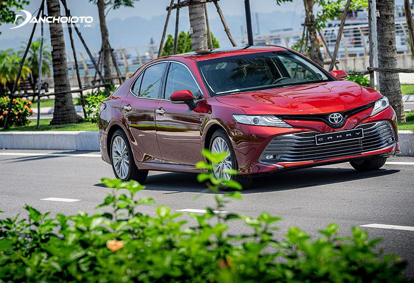 """Toyota Camry được xem như một """"tượng đài"""" bảo chứng cho chất lượng, vận hành lành tính, khả năng giữ giá cực tốt"""