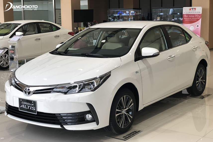 Toyota Corolla Altis 2018 - 2019 ấn tượng với cản trước mở rộng tối đa về 2 bên