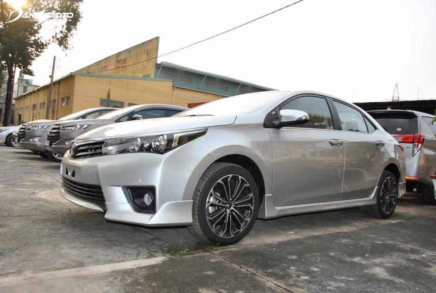 Toyota Corolla Altis bị nhiều người mua phàn nàn về việc thiếu thốn trang bị