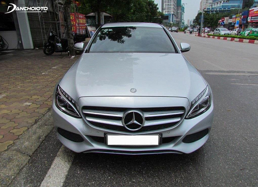 Close-up of C200 2015 front end