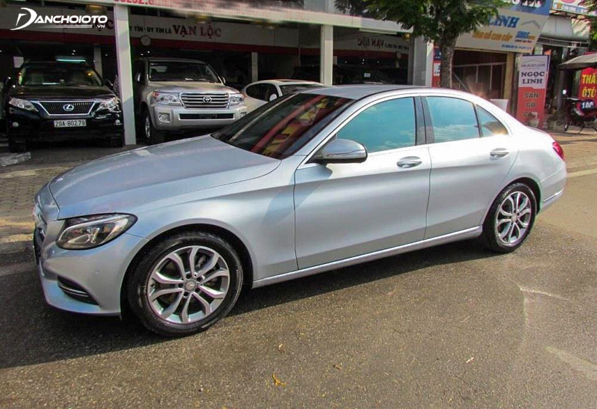 This 2015 Mercedes mid-size luxury sedan is receiving a lot of attention from the market