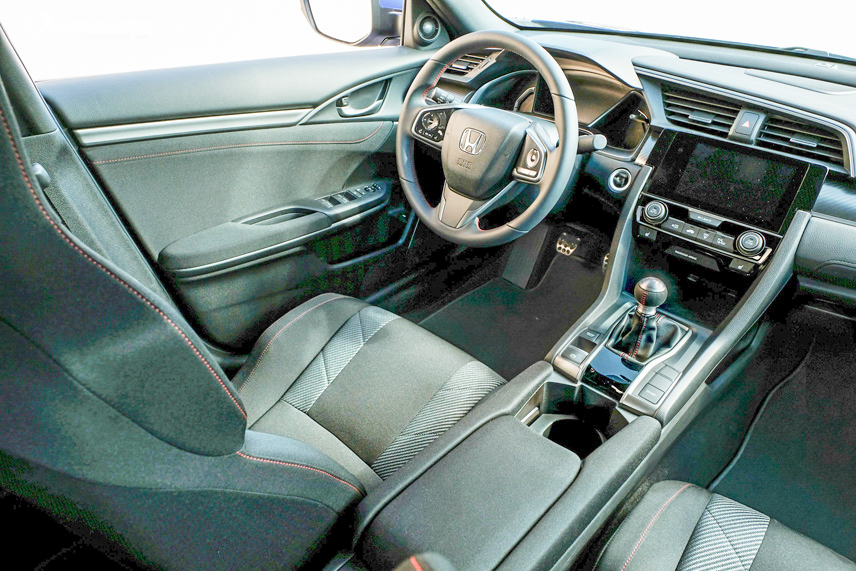 Nội thất Honda Civic sử dụng vật liệu có chất lượng cao và thân thiện với người dùng