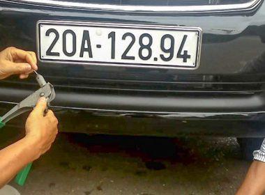 Các cách gắn biển số xe ô tô không lo bị rơi dọc đường