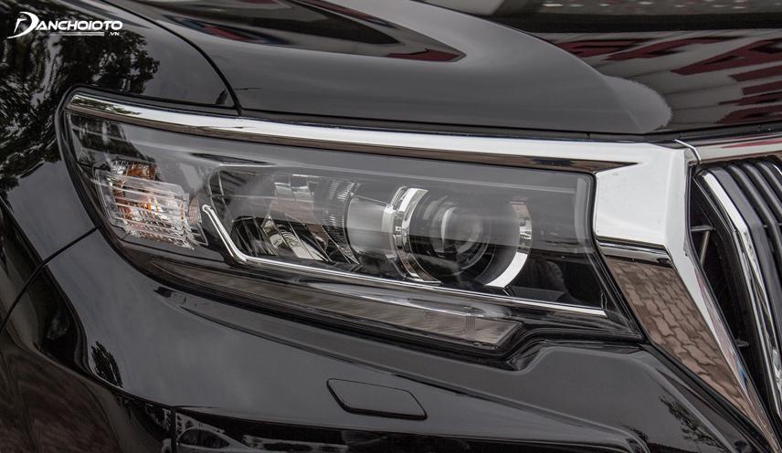 Cụm đèn trước của Toyota Land Cruiser Prado sử dụng công nghệ đèn LED