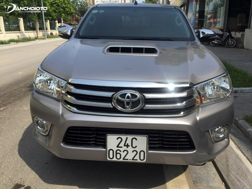 Old Toyota Hilux 2015 old car is designed in harmony and modern