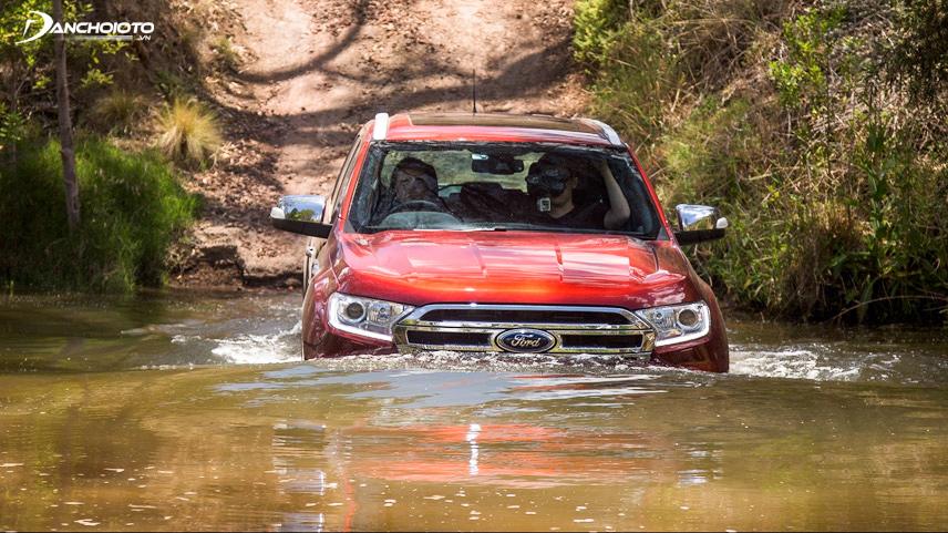 Ford Everest có khả năng lội nước tốt