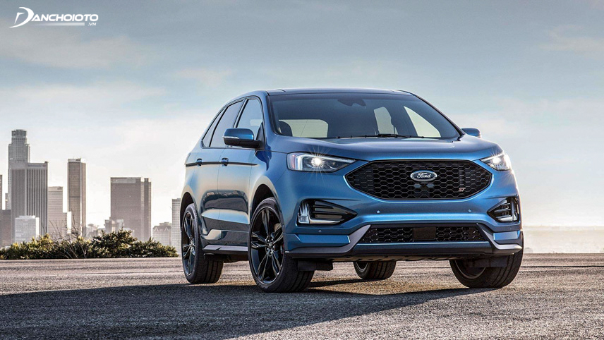 New all-wheel drive system of Ford Edge increases safety when the car is moving on slippery roads