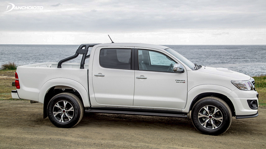 Performance of the old Toyota Hilux 2015 is very smooth and flexible