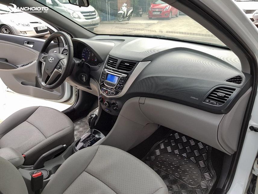 Không gian nội thất Hyundai Accent 2014 cũ khá rộng rãi và tiện nghi