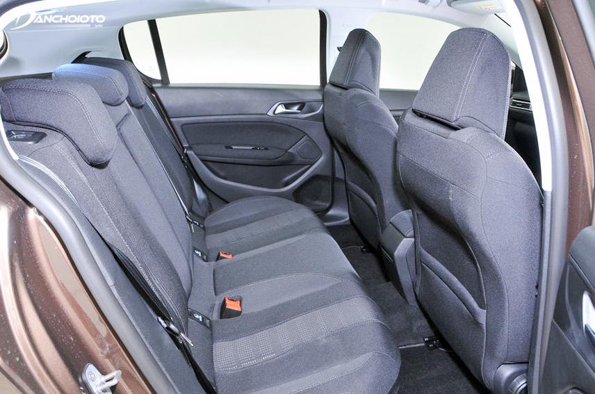 Interior space of Peugeot 308 2018