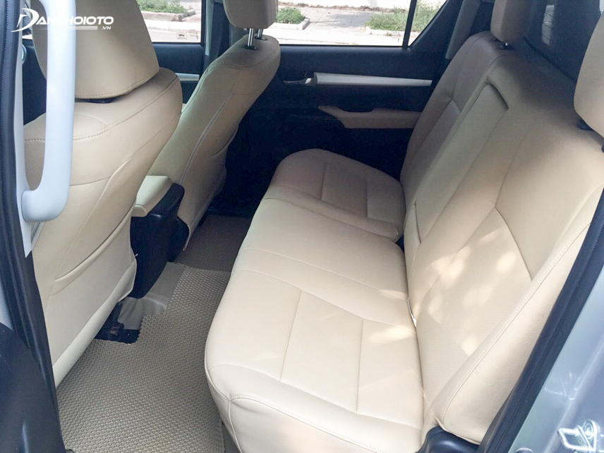 2015 Toyota Hilux interior space is very spacious