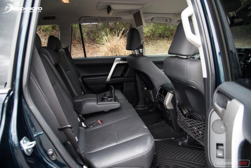 Không gian nội thất Toyota Land Cruiser Prado rộng rãi và tiện nghi