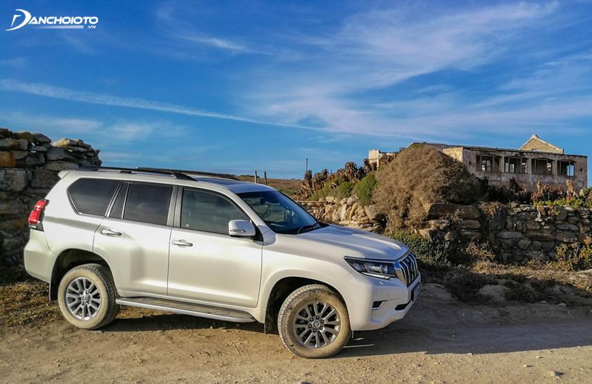 """""""Lành tính - tiện dụng - kinh tế"""" là 3 cụm từ chính xác nhất để miêu tả Toyota Land Cruiser Prado"""