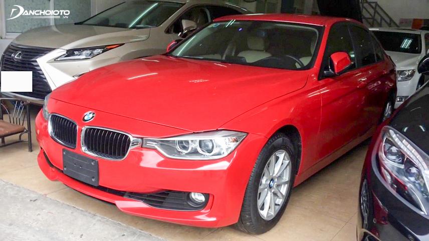 Old model BMW 320i 2013