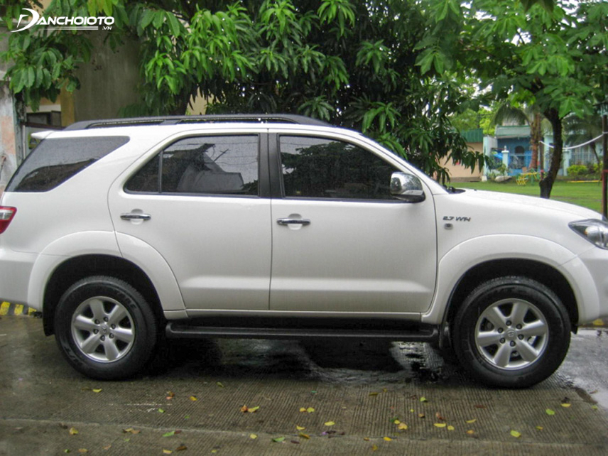 Exterior Fortuner 2009, though not too eye-catching, is also quite durable