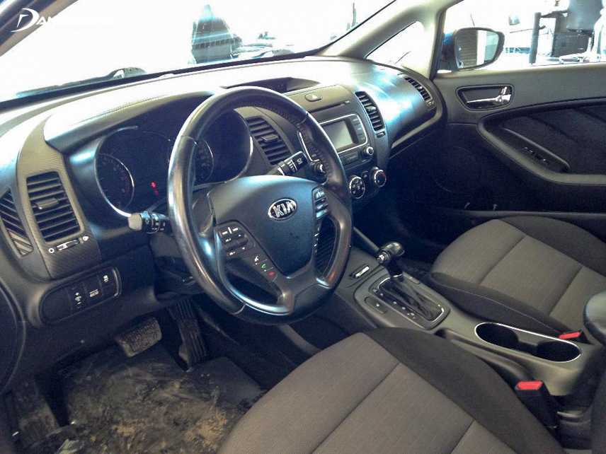 Old Kia Cerato 2014 interior is appreciated by the modern entertainment system