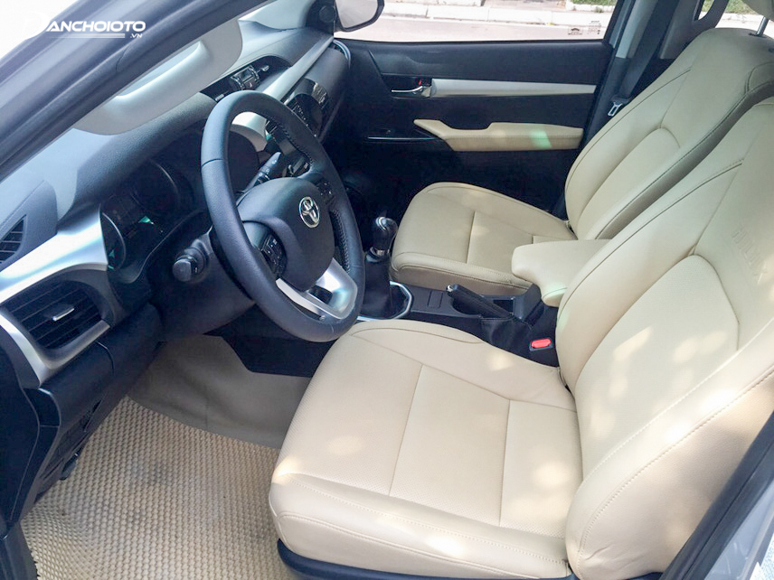 2015 Toyota Hilux interior is equipped with many modern features