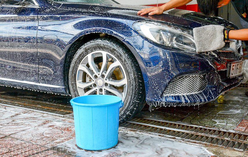 Rửa xe ô tô bằng nước rửa chén có tốt không?