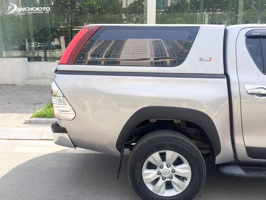 Old Toyota Hilux 2015 bodywork looks very impressive and powerful