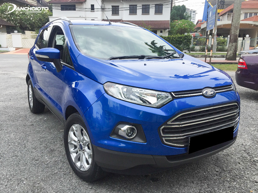 2014 Ford Ecosport front is uniquely designed with a combination of slim headlights