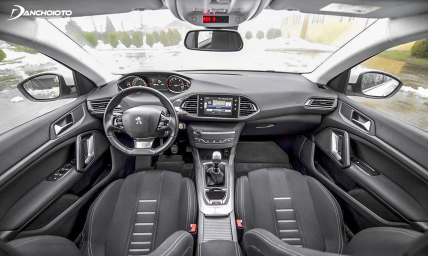 Peugeot 308 interior has a luxurious design, spacious and comfortable front seats