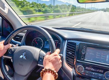 Các kỹ thuật lái xe ô tô chuyên nghiệp có thể cứu tính mạng của bạn