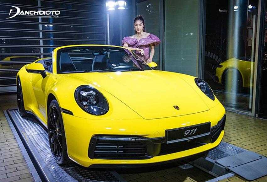 Dấu ấn đặc trưng nhất của Porsche 911 là cụm đèn pha kiểu dáng ovan với kích thước lớn