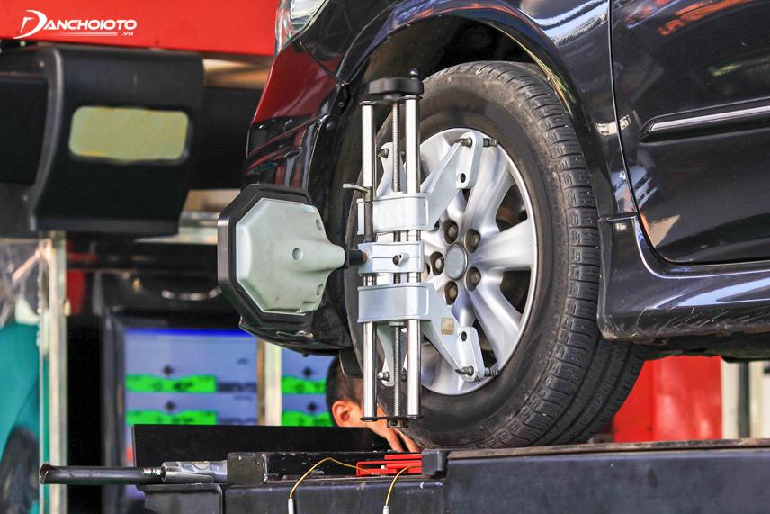 Độ chụm bánh xe bị sai lệch gây ra nhiều hậu quả