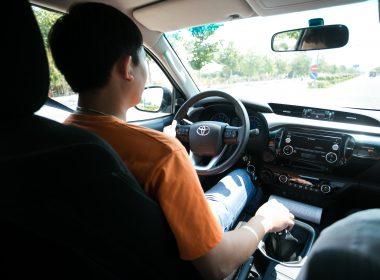 Lưu ý giúp bảo vệ cả người lẫn xe khi lái xe đường dài dưới trời nắng nóng