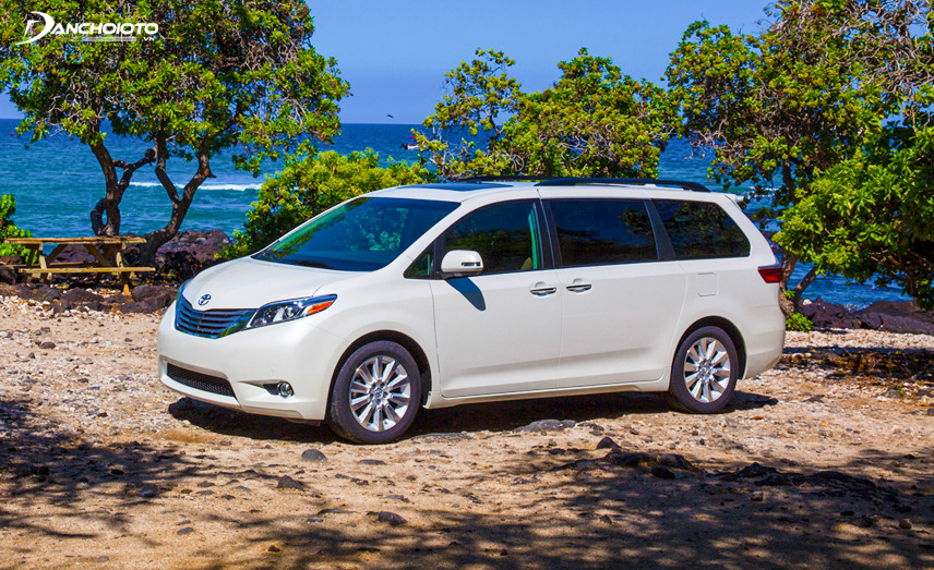The exterior of the Toyota Sienna looks softer than the Sedona