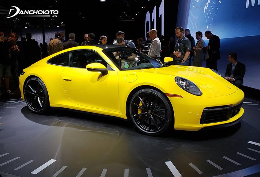 Siêu xe Porsche 911 sở hữu thiết kế thuôn dài hình với giọt nước