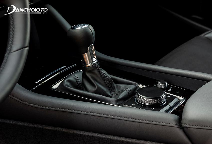 Bệ trung tâm bên dưới trên Mazda 3 2020 cũng đổi mới