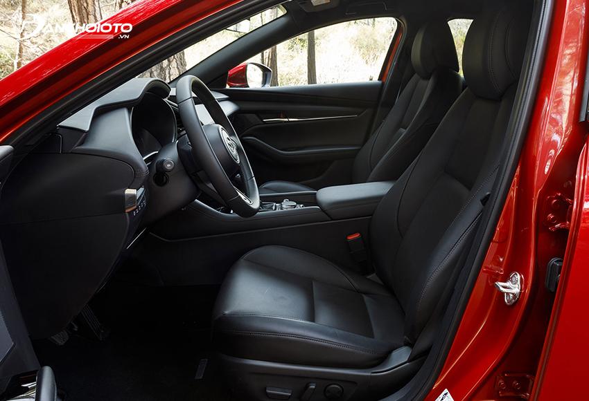 Hàng ghế trước Mazda 3 2020 thiết kế theo phong cách thể thao