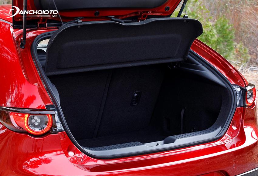 Khoang hành lý ở Mazda 3 2020 All-New đã có sự điều chỉnh rộng hơn